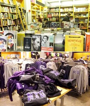ニューヨークの大学生気分をちょっぴり味わえる本屋さん NYU Bookstore_b0007805_13465036.jpg