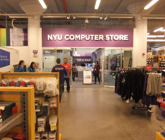 ニューヨークの大学生気分をちょっぴり味わえる本屋さん NYU Bookstore_b0007805_13471238.jpg