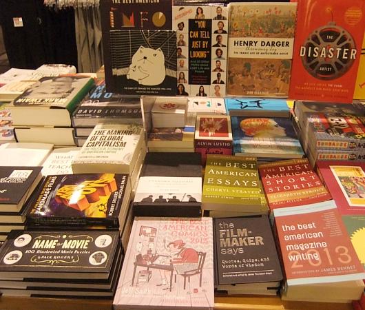 ニューヨークの大学生気分をちょっぴり味わえる本屋さん NYU Bookstore_b0007805_13472511.jpg