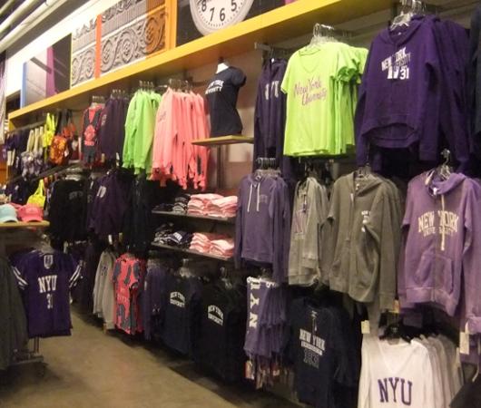 ニューヨークの大学生気分をちょっぴり味わえる本屋さん NYU Bookstore_b0007805_13484221.jpg