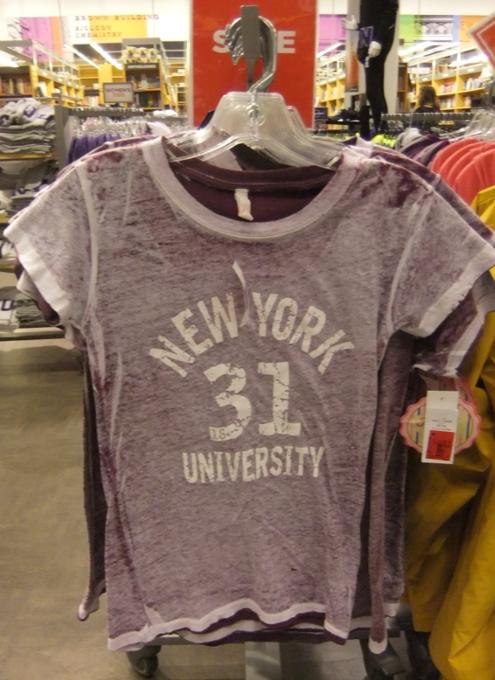 ニューヨークの大学生気分をちょっぴり味わえる本屋さん NYU Bookstore_b0007805_13485243.jpg