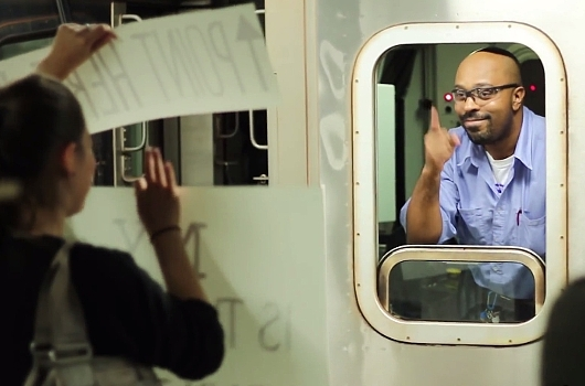 NYの地下鉄の車掌さんに笑顔になってもらう実験?! The New York Subway Signs Experiment_b0007805_41052100.jpg