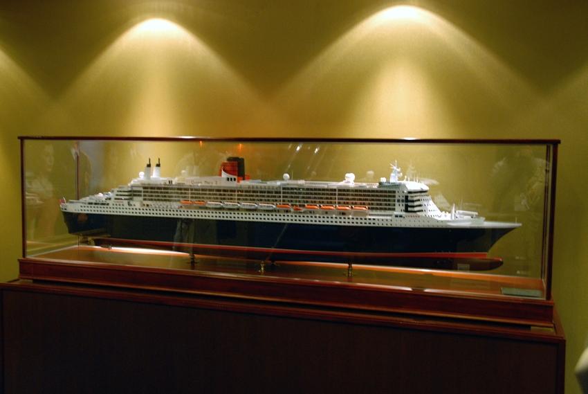 Queen Mary 2   2009 寄港:part2 _e0152866_12325331.jpg