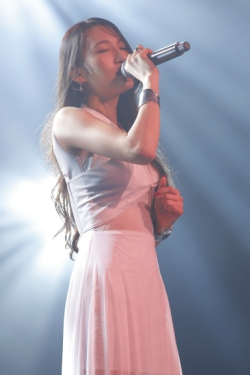 ELISA、活動再開後初の海外公演となるシンガポールのアニメイベントで圧倒的な歌唱力を披露!_e0025035_12242898.jpg