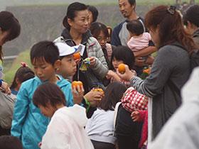 広島と福島の子供たちの収穫体験_e0175370_9233374.jpg