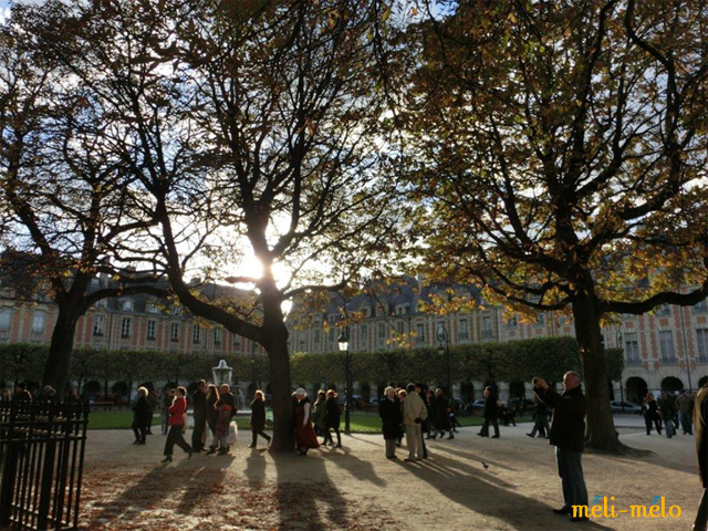 ◆貴族時代の面影残るヴォージュ広場_f0251032_1264519.jpg