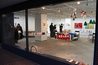 手作り絵本「13人の机から」展が開催中です!_f0171840_1559429.jpg