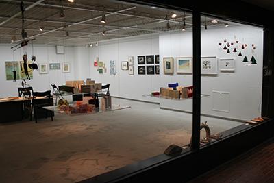 手作り絵本「13人の机から」展が開催中です!_f0171840_1649141.jpg