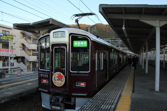 阪急9009F 箕面駅 通勤準急_d0202264_20115532.jpg