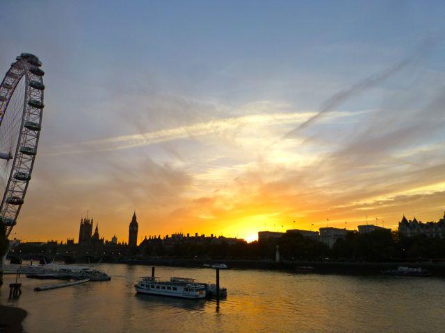 ロンドンの夕焼けショー_f0096017_1211096.jpg