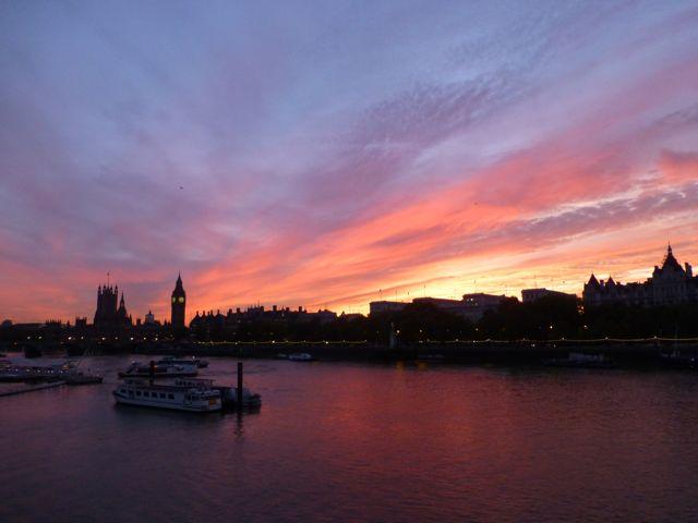 ロンドンの夕焼けショー_f0096017_1301298.jpg