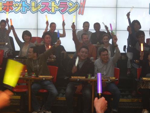 歌舞伎町の「ロボットレストラン」はなぜ外国客であふれているのか?_b0235153_1522673.jpg