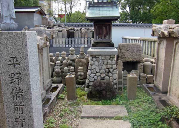 平野城と中勝寺_a0045381_1646328.jpg