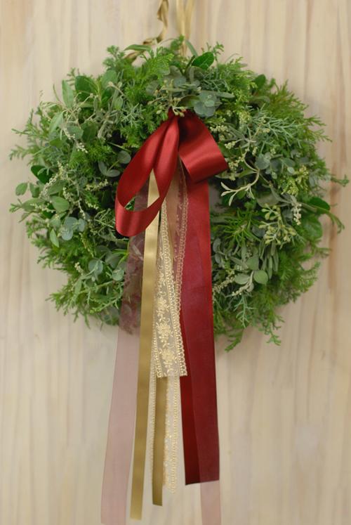 Flora*2クリスマスレッスン 10種エヴァーグリーンと4種のリボンをつかったクリスマスリース_a0115684_136639.jpg