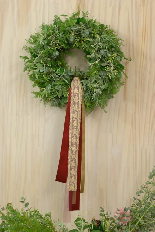 Flora*2クリスマスレッスン 10種エヴァーグリーンと4種のリボンをつかったクリスマスリース_a0115684_1443980.jpg