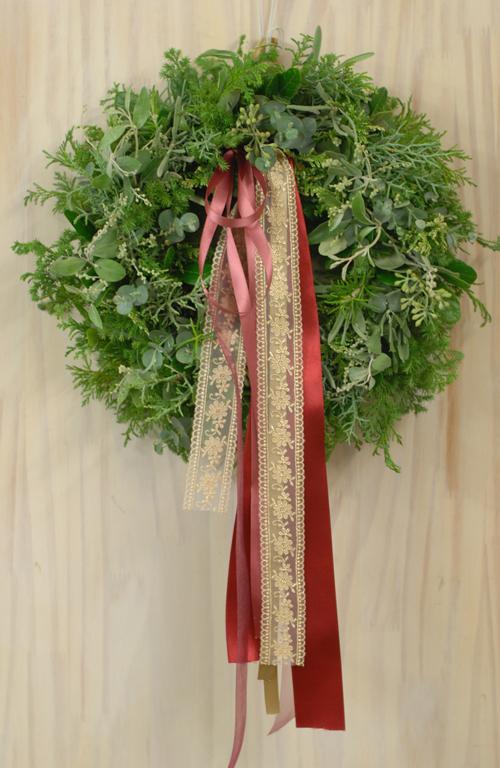 Flora*2クリスマスレッスン 10種エヴァーグリーンと4種のリボンをつかったクリスマスリース_a0115684_1543367.jpg