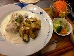 11/15晩ごはん:ジャガイモ&キノコのソテーと鶏団子のクリーム煮_a0116684_20120315.jpg