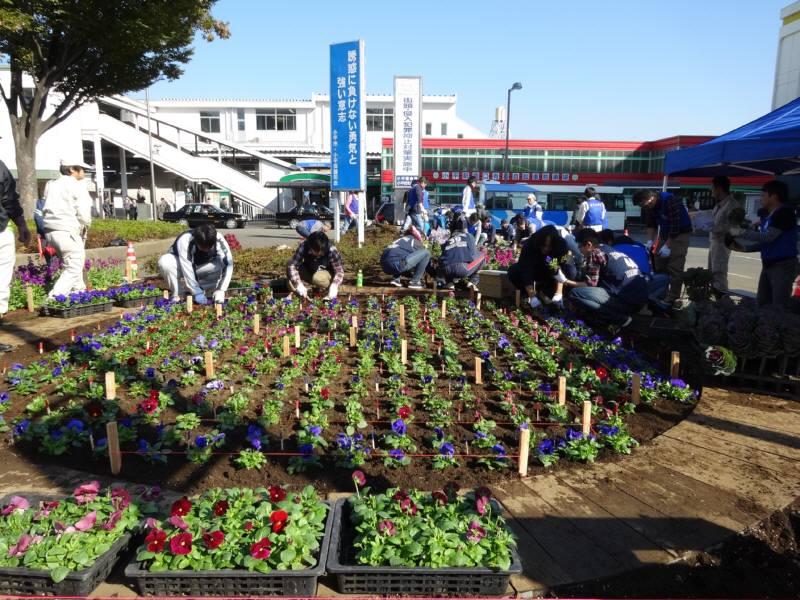 小平駅南口広場の花植え替え_f0059673_23361912.jpg