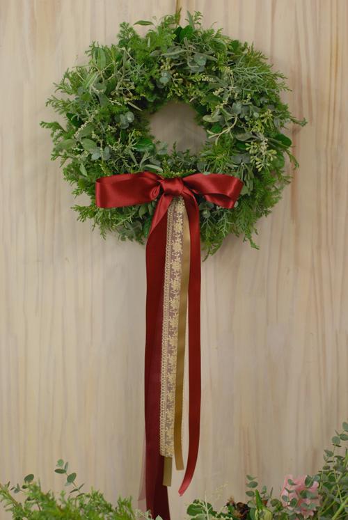 Flora*2クリスマスレッスン 10種エヴァーグリーンと4種のリボンをつかったクリスマスリース_a0115684_12114169.jpg