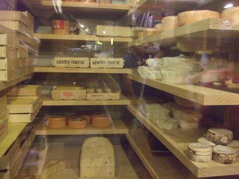 美味しいチーズを探しに~ターフシティへ_e0303431_1851176.jpg