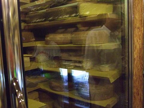 美味しいチーズを探しに~ターフシティへ_e0303431_1851924.jpg