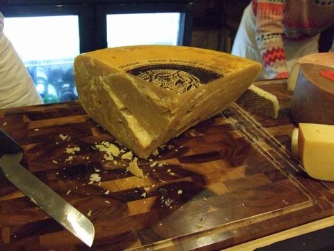 美味しいチーズを探しに~ターフシティへ_e0303431_188653.jpg