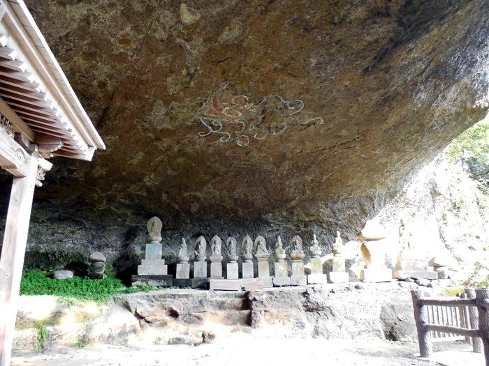 求菩提山の麓にある岩洞窟_d0116009_7124471.jpg