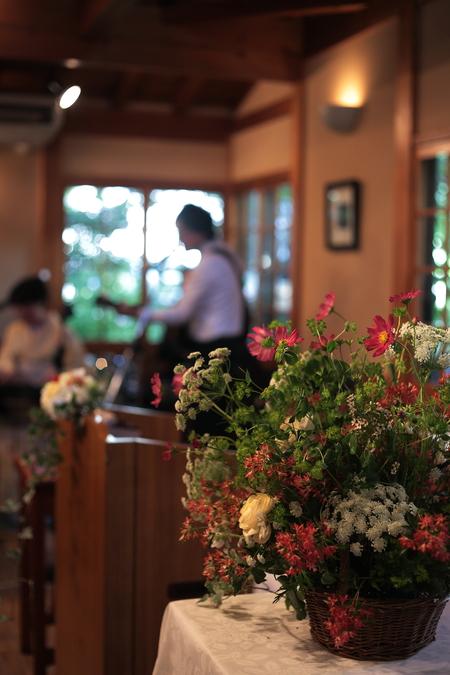秋の装花 小さい頃、お花屋さんになりたかった夢 すいぎょく様へ_a0042928_11393057.jpg