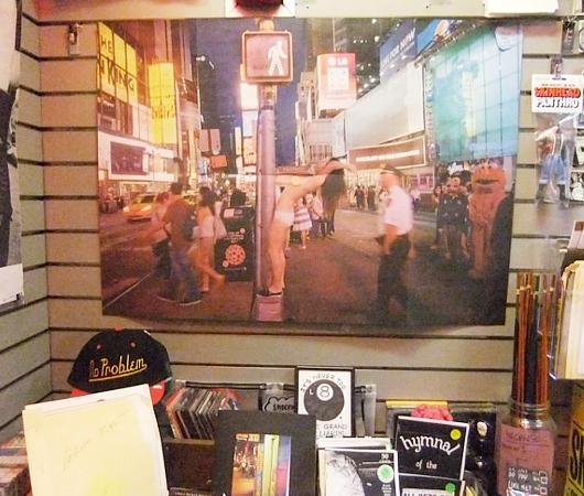 地下鉄の駅構内にある売店が自費出版本の本屋さんに変身?! The Newsstand_b0007805_13122729.jpg