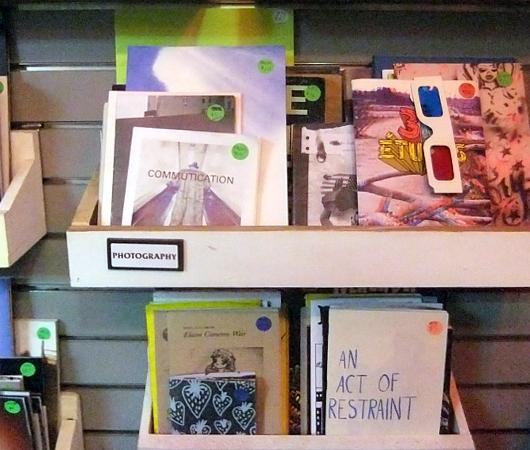 地下鉄の駅構内にある売店が自費出版本の本屋さんに変身?! The Newsstand_b0007805_13123754.jpg