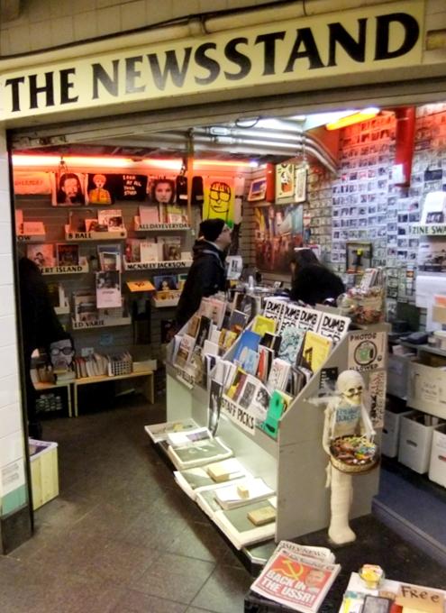 地下鉄の駅構内にある売店が自費出版本の本屋さんに変身?! The Newsstand_b0007805_13124899.jpg