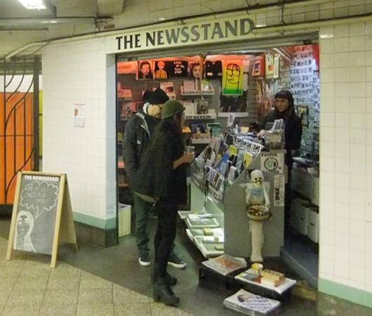 地下鉄の駅構内にある売店が自費出版本の本屋さんに変身?! The Newsstand_b0007805_1354139.jpg