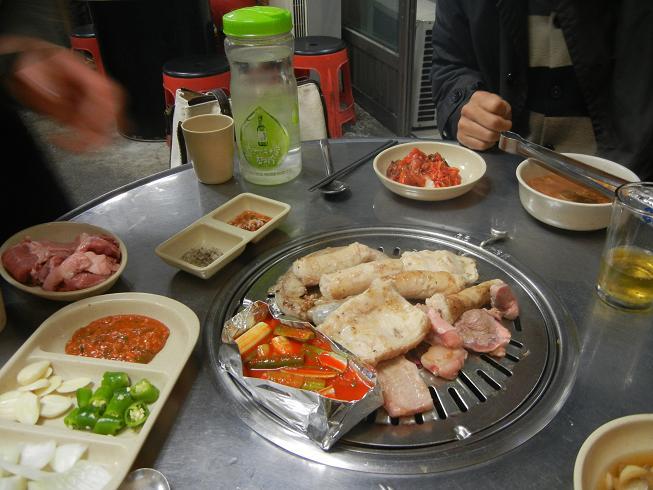 清州  豚さん専門の炭火焼肉屋さん_b0129725_22285444.jpg
