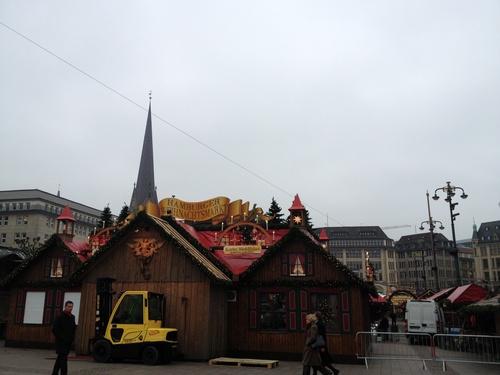 クリスマスマーケットの準備_b0300862_20464772.jpg