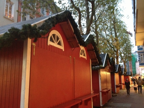 クリスマスマーケットの準備_b0300862_20482982.jpg