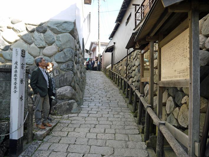 念願だった郡上八幡町へ:団塊サミットin Gifu 2013②_c0014967_902912.jpg