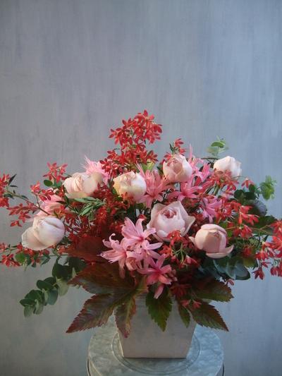 オークリーフ(バラとクリスマスブッシュのアレンジメント)_f0049672_1559619.jpg