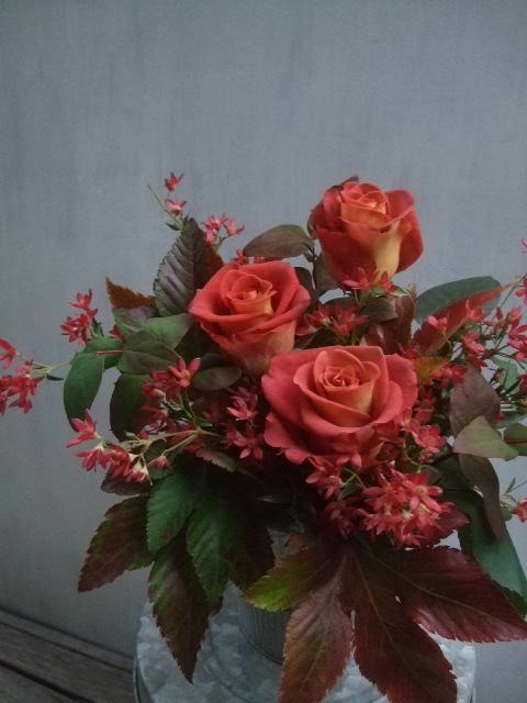 オークリーフ(バラとクリスマスブッシュのアレンジメント)_f0049672_1603167.jpg