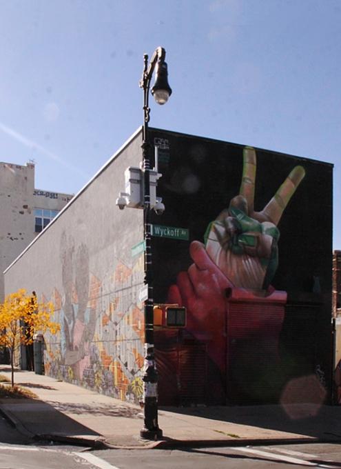 NYにあるエリア一帯がグラフィティの街、ブッシュウィック・コレクティブ(the Bushwick Collective)_b0007805_0502388.jpg
