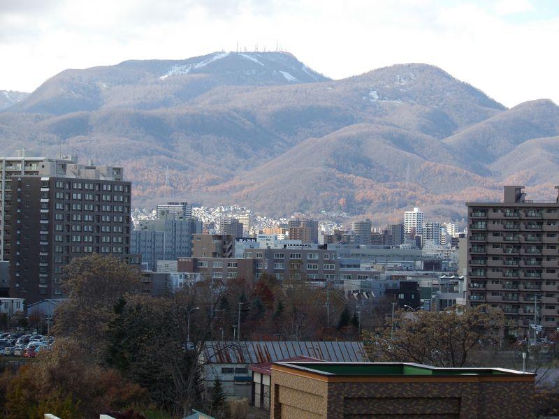 急速に色を失う札幌の街_c0025115_1857471.jpg