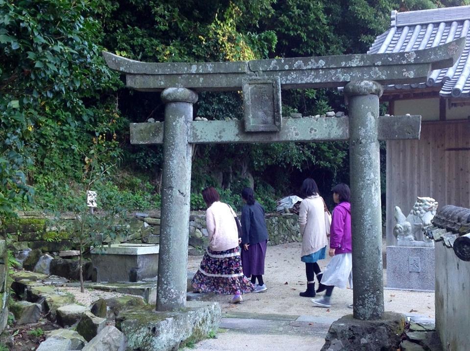 黒曜石の輝き、姫島へ_f0071303_08222841.jpg