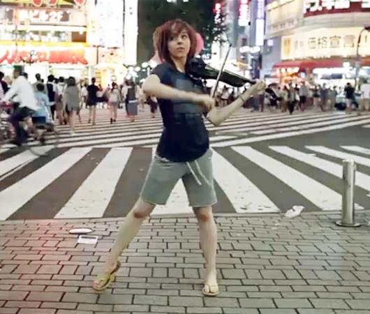踊るバイオリニスト、リンジー・スターリング(Lindsey Stirling)さんの世界ツアーを垣間見れる音楽ビデオ_b0007805_23275939.jpg