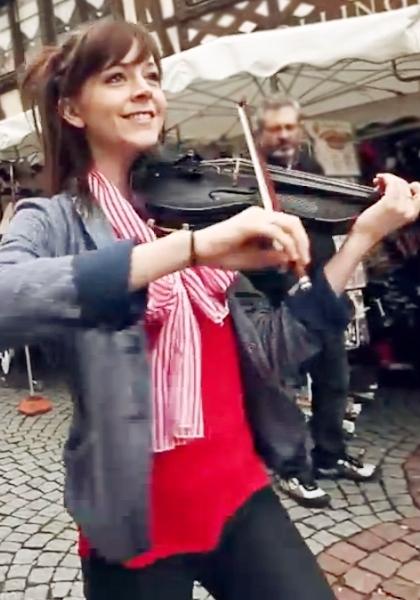 踊るバイオリニスト、リンジー・スターリング(Lindsey Stirling)さんの世界ツアーを垣間見れる音楽ビデオ_b0007805_2329186.jpg