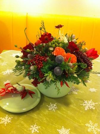 フラワーレッスン・・・バラと実もののパリ風アレンジ♪ &12月Xmasリースレッスン!_f0141419_8253299.jpg