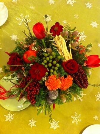 フラワーレッスン・・・バラと実もののパリ風アレンジ♪ &12月Xmasリースレッスン!_f0141419_8262679.jpg