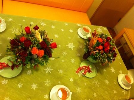 フラワーレッスン・・・バラと実もののパリ風アレンジ♪ &12月Xmasリースレッスン!_f0141419_8263682.jpg