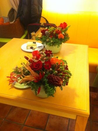 フラワーレッスン・・・バラと実もののパリ風アレンジ♪ &12月Xmasリースレッスン!_f0141419_8265187.jpg