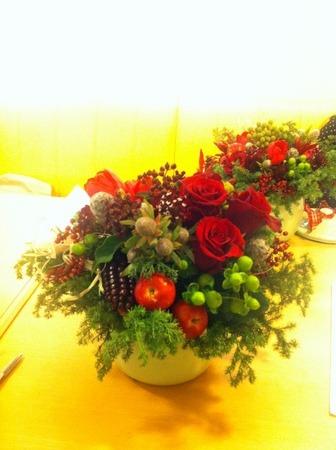 フラワーレッスン・・・バラと実もののパリ風アレンジ♪ &12月Xmasリースレッスン!_f0141419_8281729.jpg