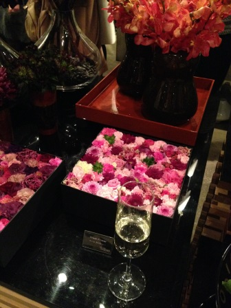 お花に囲まれたニコライバーグマンさんのパーティー_d0104926_111454.jpg