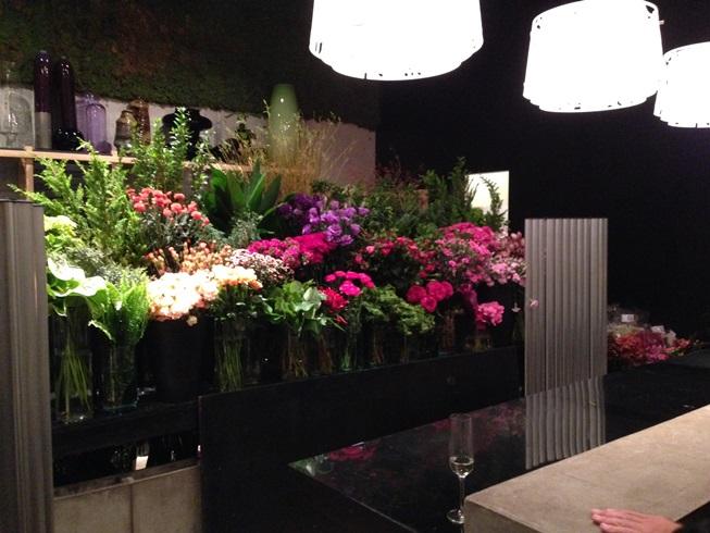 お花に囲まれたニコライバーグマンさんのパーティー_d0104926_155217.jpg